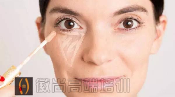 针对不同位置的遮瑕,学会妆容精致一倍